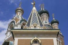 het bekijken omhoog de kathedraaldak van Sinterklaas ortodox in Nice royalty-vrije stock afbeelding