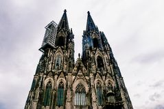 Het bekijken omhoog Dom van de Kathedraalkolner van Keulen royalty-vrije stock fotografie