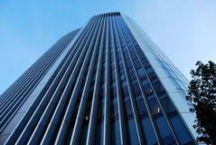 Het bekijken omhoog een Wolkenkrabber in Londen Stock Afbeelding