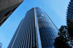 Het bekijken omhoog een Wolkenkrabber in Londen Royalty-vrije Stock Foto's