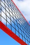 Het bekijken omhoog netto volleyball royalty-vrije stock afbeeldingen