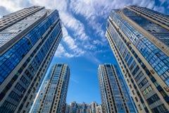 Het bekijken omhoog ronde woningbouw Stock Foto
