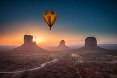 Het bekijken zonsopgang bij Monumentenvallei Royalty-vrije Stock Afbeelding