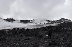 Het beklimmen in de Kaukasus Kazbek, Georgië Royalty-vrije Stock Foto's