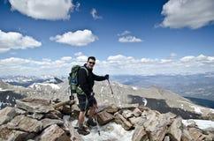 Het beklimmen op een berg Stock Foto's