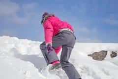 Het beklimmen op een Sneeuwheuvel Stock Afbeelding