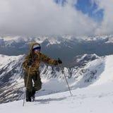 Het beklimmen tot de bovenkant van de sneeuw Royalty-vrije Stock Foto's
