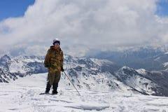 Het beklimmen tot de bovenkant van de sneeuw Royalty-vrije Stock Afbeeldingen