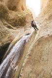 Het beklimmen van bergen stock afbeelding