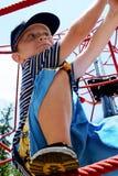 Het beklimmen van de jongen Stock Fotografie
