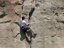 Het Beklimmen van de jongen Stock Foto