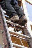 Het beklimmen van de ladder Stock Foto's