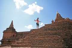Het beklimmen van een Bagan-pagode royalty-vrije stock foto's