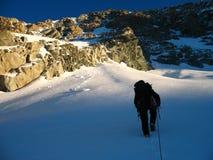 Het beklimmen van een berg Royalty-vrije Stock Afbeeldingen