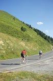 Het beklimmen van fietsers stock fotografie