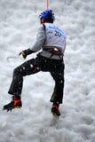 Het beklimmen van het ijs Stock Foto's