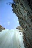 Het beklimmen van het ijs Stock Afbeeldingen