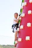 Het beklimmen van het kind stock afbeelding