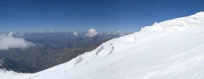 Het beklimmen van panorama op gletsjer royalty-vrije stock afbeelding