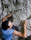 Het beklimmen van rotsachtige muur Stock Foto