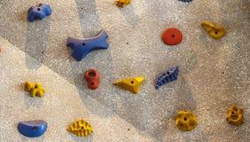 Het beklimmen van rotsmuur Stock Foto