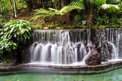 ` het beklimmen wordt toegestaan geen ` op deze watervallen Stock Foto