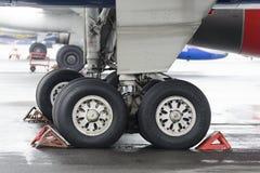 Het belangrijkste landingsgestel van passagiersvliegtuigen Turkije-204 Royalty-vrije Stock Foto's