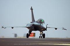 Het belasten van Dassault Rafale na het landen Stock Foto's