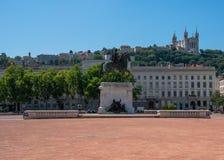 Het Bellecour-vierkant in Lyon met een standbeeld van Louis XIV in Frank Royalty-vrije Stock Fotografie