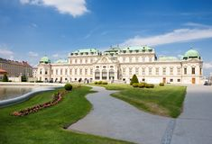 Het Belvedere paleis met zijn park in Wenen, Oostenrijk royalty-vrije stock foto