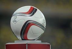 Het Bepalende woord officiële bal van EURO 2016 Stock Fotografie