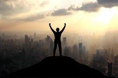 Het bereiken van de top van een berg Royalty-vrije Stock Foto's
