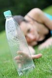 Het bereiken voor water Stock Foto