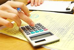 Het berekenen rekeningen Stock Afbeeldingen