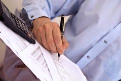 Het berekenen van de belasting stock afbeeldingen