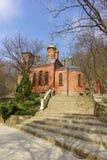 Het BERGdorp, NOVOROSSIYSK, RUSLAND - Maart 08 2016: Kerk van het Pictogram van moeder van de Gods leven-gevende lente in de woes Royalty-vrije Stock Fotografie
