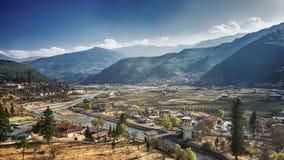 Het Bergdorp op een Sunny Summer-dag, Bhutan stock foto