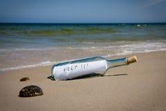 Het bericht van de hulp in fles Stock Fotografie