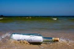Het bericht van de hulp in fles Stock Foto