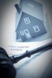 Het Bericht van de verhindering, Hamer en Huis Duotone stock fotografie