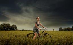 Het berijden in het platteland Royalty-vrije Stock Foto