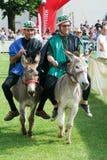Het berijden van een ezelswedstrijd Stock Foto's