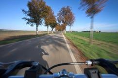 Het berijden van een fiets Royalty-vrije Stock Afbeelding