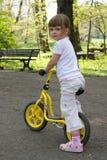 Het berijden van een fiets Stock Fotografie