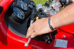 Het berijden van een motorfiets Royalty-vrije Stock Fotografie