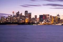 Het beroemde pictogram van Sydney ` s, Sydney Opera House en de Centrale Zaken Stock Fotografie