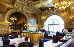 Het beroemde restaurant Le Train BLEU bij Gare de Lyon in Parijs stock afbeelding