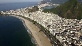 Het beroemdste strand in de wereld Het Strand van Copacabana De stad van het Rio de Janeiro brazilië stock videobeelden
