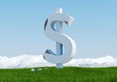 Het beschadigde concrete die standbeeld van het dollarteken op grasweide met sneeuwberg en blauwe hemel als achtergrond wordt geï Stock Foto