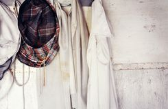 Het beschermen van imkermasker Imker` s kleding stock foto